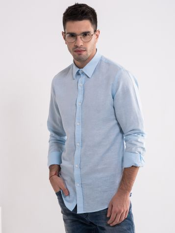 Klasična svijetlo plava košulja