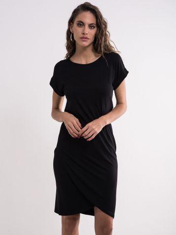 Jendostavna crna haljina