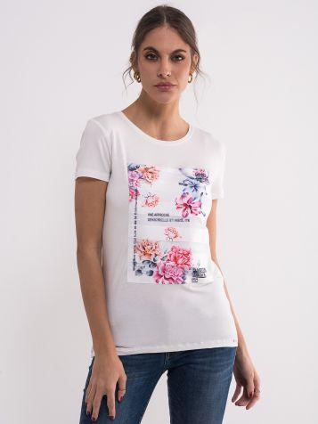 Bijela majica sa šarenim cvetovima