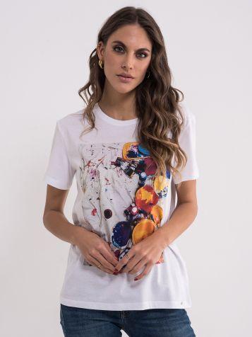 Bijela majica sa šarenim bojama